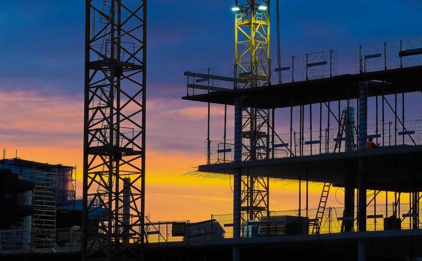 Stosownie z aktualnymi przepisami nowo tworzone domy muszą być energooszczędne.